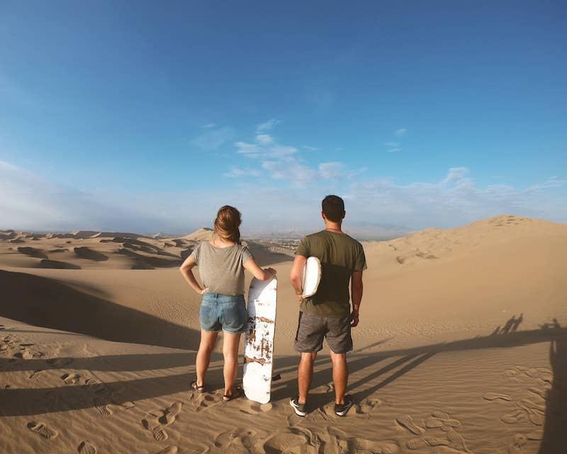 Sandboard dans les Dune desert