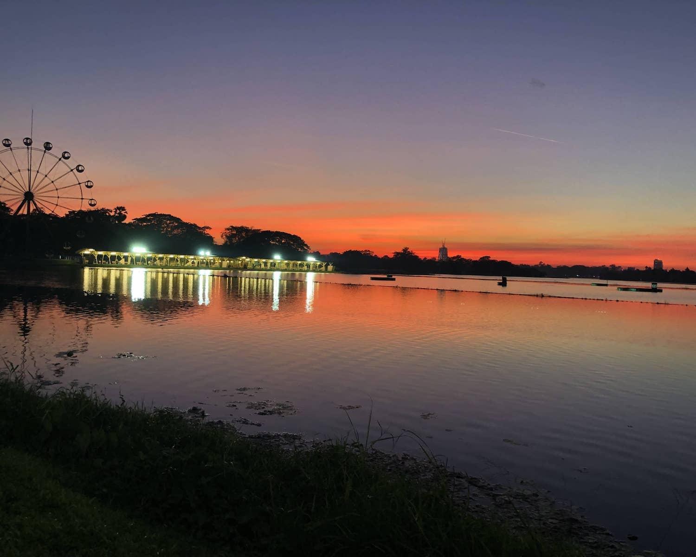 Coucher de soleil à Rangoon